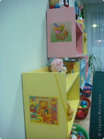Две недели как начал работать наш детский сад и моя группа. Месяц назад получили в наследство пустые стены, отсутствие мебели и старые-старые книжные полки. Теперь наведен порядок и создан какой-никакой уют. фото 8