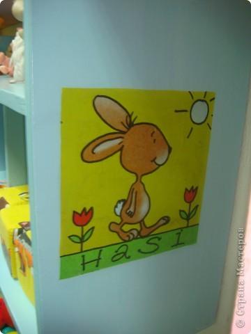 Две недели как начал работать наш детский сад и моя группа. Месяц назад получили в наследство пустые стены, отсутствие мебели и старые-старые книжные полки. Теперь наведен порядок и создан какой-никакой уют. фото 9