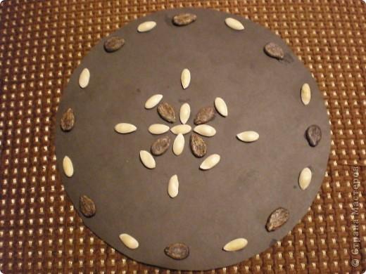 Аппликации выполнены из семян дыни и арбуза. Образцы: фото 2