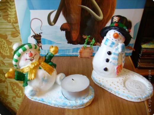 Здравствуйте! Очень рада, что вы зашли ко мне в гости! Вот и я начала  готовить сувениры  друзьям и знакомым к Новому году! Такие снеговички-подсвечники у меня получились. фото 1