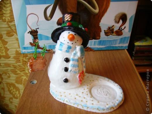 Здравствуйте! Очень рада, что вы зашли ко мне в гости! Вот и я начала  готовить сувениры  друзьям и знакомым к Новому году! Такие снеговички-подсвечники у меня получились. фото 2