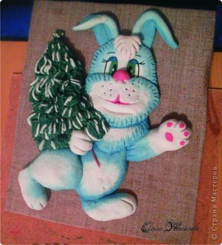Заяц есть и ёлка тоже, только фон придумать сложно.Помогите, подскажите, очень-очень Вас прошу. фото 1