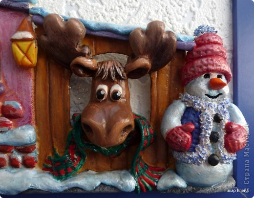 Новый год- сказочный праздник. И вот у меня родился сказочный домик. Когда лепила, даже не задумывалась, кто там живет, но когда дошла до лося, стали появляться какие-то просветления, и вдруг осенило - ба, да это же домик Санты, его верный лось и друг Снеговик. фото 4