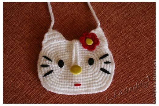 """Детская сумочка """"Кити"""". Связана крючком. Нитки шерсть (можно хлопок).  фото 1"""
