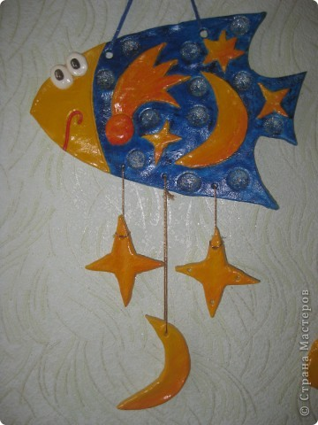 """Рыбка """"Полянка"""". Купила флуоресцентные акриловые краски, решила их опробовать в росписи этой рыбки. фото 3"""