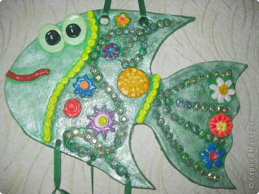 """Рыбка """"Полянка"""". Купила флуоресцентные акриловые краски, решила их опробовать в росписи этой рыбки. фото 1"""