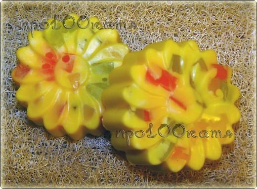 Для детей,украшено цветным глицериновым мылом. фото 1