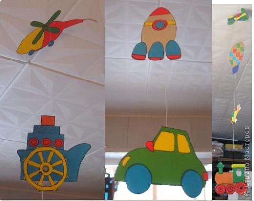 Здравствуйте. я тоже решила показать что мы с сыном делали. Вот гирлянды (летнюю взяла идею у магазина - цветочки, а остальные фигуры сама додумала. висела на окне летом. фото 2