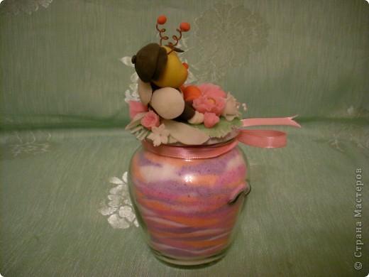 Из остатков холодного форфора слепила шмелика, добавила остатки цветочков и получился вот такой сувенирчик! фото 4
