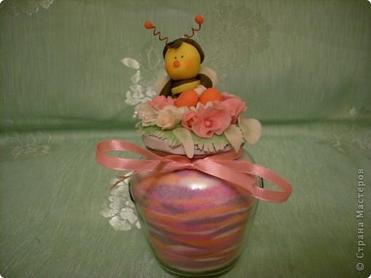 Из остатков холодного форфора слепила шмелика, добавила остатки цветочков и получился вот такой сувенирчик! фото 2