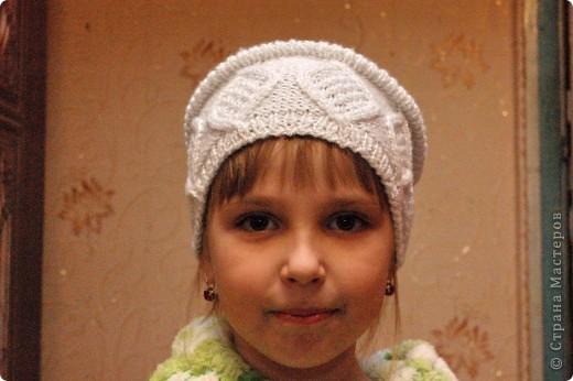 Очень удобная шапочка, не сильно теплая, но и не холодная. Так же ее можно связать из более тостых ниток на зиму. фото 1