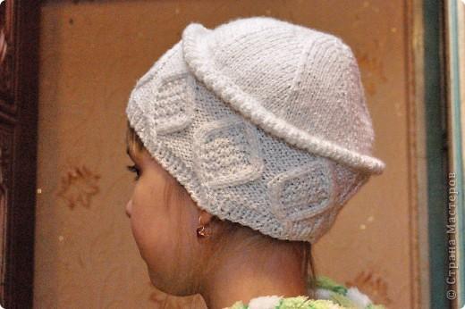 Очень удобная шапочка, не сильно теплая, но и не холодная. Так же ее можно связать из более тостых ниток на зиму. фото 2