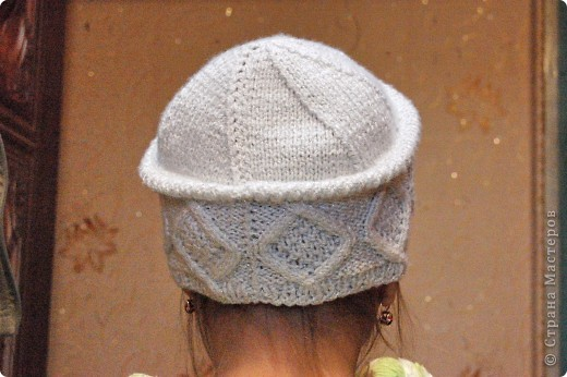 Очень удобная шапочка, не сильно теплая, но и не холодная. Так же ее можно связать из более тостых ниток на зиму. фото 3