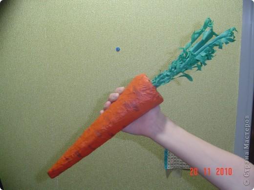 Морковка сделана для школьного спектакля. Листики сделаны из проволоки,обмотанной бумагой. фото 1