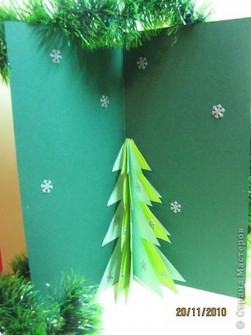 """Открытка  """"Новогодняя мечта"""". Делали с сыном на конкурс в школу (1-4 классы).  Использовали шариковую аппликацию из пластилина и дополнили бисером, для  более праздничного эффекта. фото 4"""