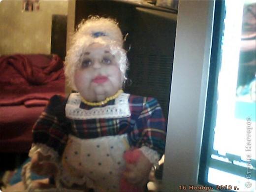БАБУШКА  АРИНА. Куколка пошита в текстильно - скульптурной технике. Наполнитель синтепон. Высота 35 см фото 4