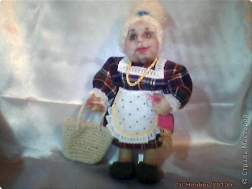 БАБУШКА  АРИНА. Куколка пошита в текстильно - скульптурной технике. Наполнитель синтепон. Высота 35 см фото 3