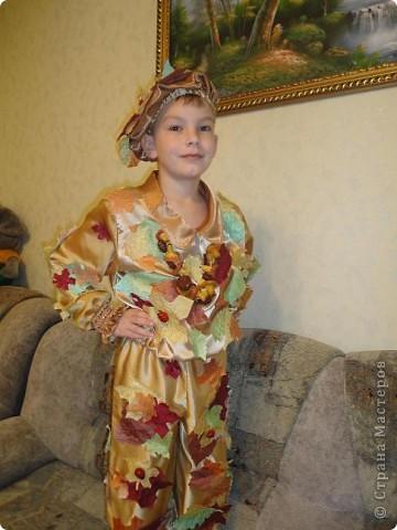 Вот такой костюм  для сына я сшила на осенний праздник.