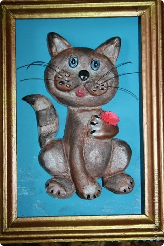 """Очень давно заглядывалась на котов в СМ. А тут мама, проходя мимо компьютера, увидела котов Марины Архиповой. Долго разглядывала - """"Какая прелесть! А можешь мне на день рождение какого-нибудь котика сделать?""""  Я-то сделала, и мне даже очень понравился мой первый котиус, но тут дело дошло до раскрашивания... Всё-таки я слишком хорошего о себе мнения... :) И по-моему испортила кота... Лучше бы не раскрашивала... Но, уже поздно думать, смотрите что получилось...:"""
