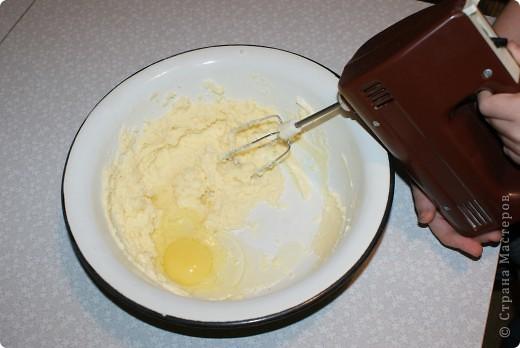 Давненько я не пекла это египетское сладкое блюдо, называемое басбуса. Тем, кто бережет фигуру, искренне сочувствую и не советую делать для себя. Убийственно сладкое. фото 3