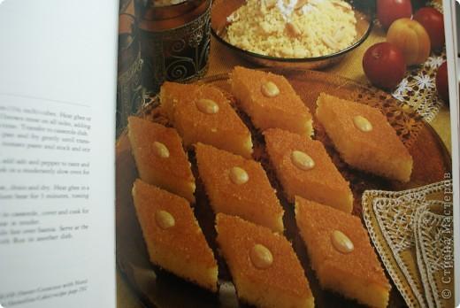 Давненько я не пекла это египетское сладкое блюдо, называемое басбуса. Тем, кто бережет фигуру, искренне сочувствую и не советую делать для себя. Убийственно сладкое. фото 13