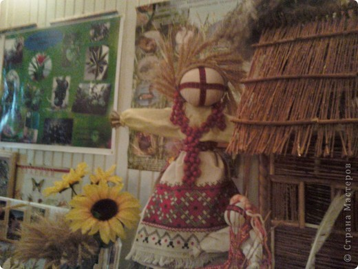 """Ежегодно в Одесском областном гумманитарном  центре в октябре проводится выставка -конкурс """"Щедрость родной земли"""", в которой принимают участие школы и внешкольные учреждения  области. Вот наиболее интересные работы2-х последних  лет фото 4"""