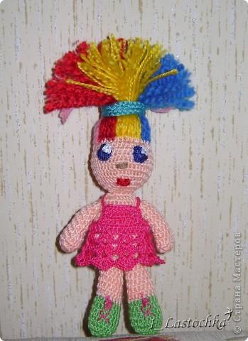 Кукла связана из ириса телесного цвета. Набивка синтепон. В голове теннисный шарик (чтобы была ровненькая форма). фото 1