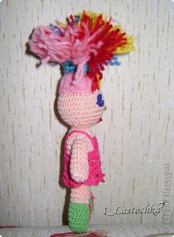 Кукла связана из ириса телесного цвета. Набивка синтепон. В голове теннисный шарик (чтобы была ровненькая форма). фото 2