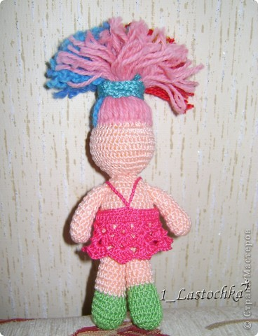 Кукла связана из ириса телесного цвета. Набивка синтепон. В голове теннисный шарик (чтобы была ровненькая форма). фото 3
