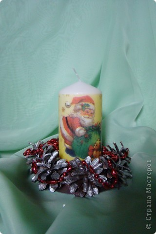 мой первый декупаж на свече.несмотря на то,что очень много складочек,мне понравилось работать со свечкой фото 1