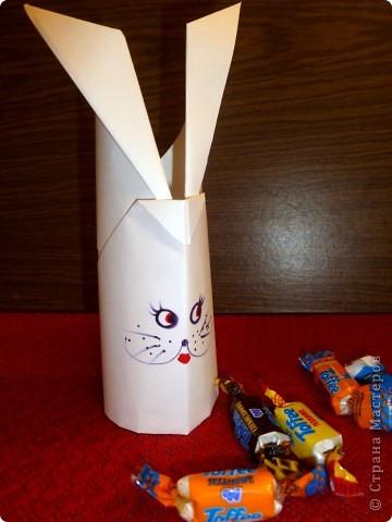 Для работы требуются: лист бумаги, ножницы и фломастеры. фото 1