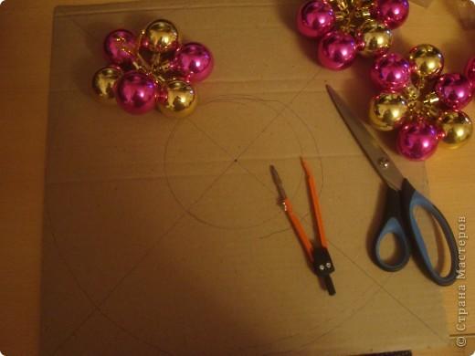 Венок из ёлочных шаров. фото 4