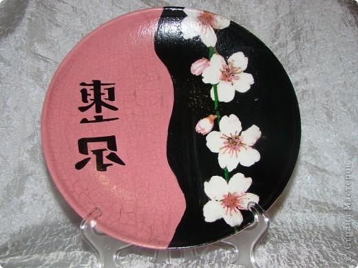 """тарелка """"Япоша"""" :) салфетка, акриловые краски, двух шаговый кракелюр, пастель и трафарет (иероглиф по нему рисовала) фото 2"""
