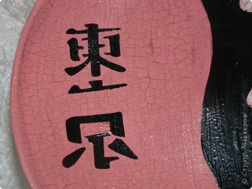 """тарелка """"Япоша"""" :) салфетка, акриловые краски, двух шаговый кракелюр, пастель и трафарет (иероглиф по нему рисовала) фото 4"""