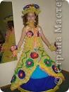 это платье из яичных ячеек.и юбка из гофрированной бумаги
