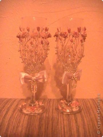 Свадебные фужеры. Материал: контур для акриловых красок, пластика, бусины, бисер. фото 2