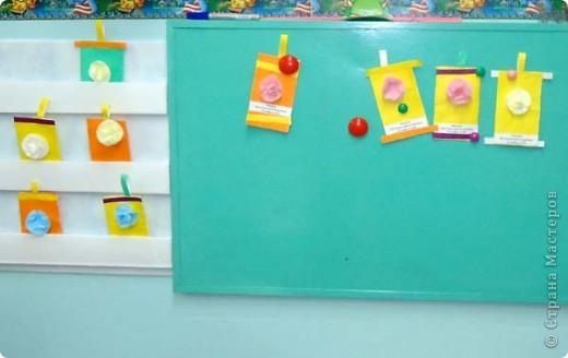 """На этой неделе я учила своего  4-х летнего сына делать цветы из салфеток. Мк """"Цветы из салфеток - https://stranamasterov.ru/technics/napkins_details Алеше это занятие так понравилось, что он попросил меня сделать много заготовок, чтобы научить делать такие цветы воспитателя и детей из своей группы. Вот что у них получилось. Это Алешин фонарик с цветочком.    фото 2"""