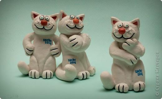 Вот таких котов я сделала на конкурс талисмана Сочи 2014. Естественно, они вылеплены из солёного теста, то принять участие не смогли. Поэтому пришлось рисовать фото 1