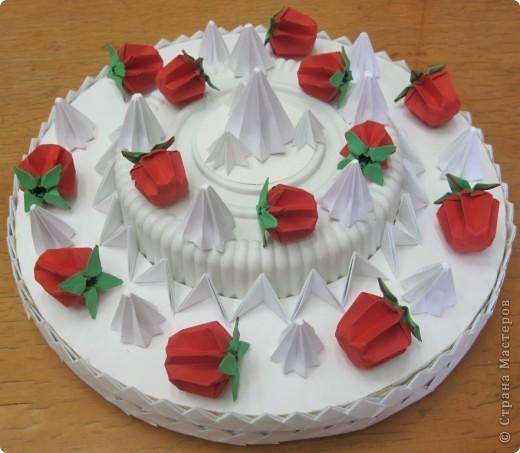 Дорогие Женщины! Поздравляю всех с ДНЁМ МАТЕРИ! Этот торт с клубникой и безешками для вас! Пусть в жизни у вас будет побольше поводов для радости. Оставайтесь всегда молодыми и прекрасными! Пусть ваши дети радуют вас своими успехами! Пусть реализуются все ваши идеи и осуществляются все мечты! С праздником! фото 1