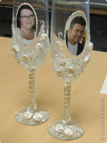 Хочу поделиться, как я делала бокалы для родителей на юбилей свадьбы. Тут было много разных вариантов, но с фото не видела, так что выкладываю свои фото 15