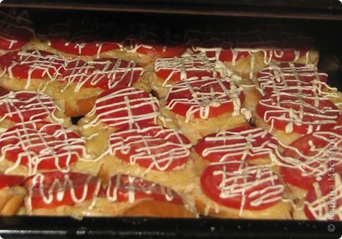 Бутерброды с сыром и помидорками )))