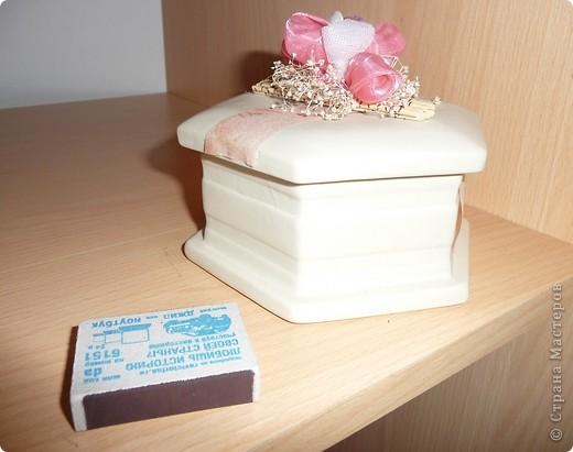 Вот такую шкатулочку оформили в подарок подружке моих дочек, сегодня пошли праздновать, надеюсь, что понравится именнинице шкатулка с конфетками и сердечками... фото 6
