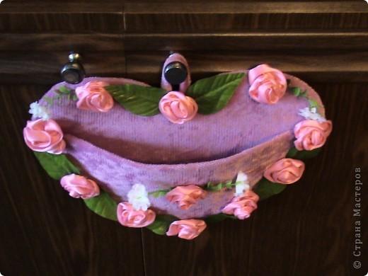 Основа лаптей - картон, обтянутый тканью (фиксируется на клей ПВА). Карман пришивается нитками + клей. Дальше декорирование лаптей цветами из ткани, атласной лентой и др. материалами. фото 3