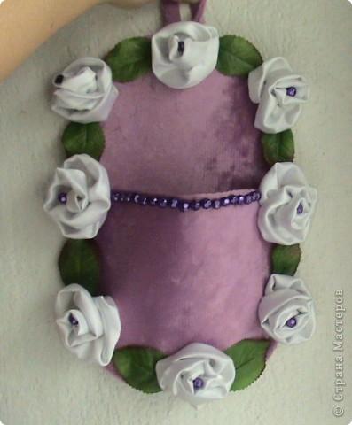 Основа лаптей - картон, обтянутый тканью (фиксируется на клей ПВА). Карман пришивается нитками + клей. Дальше декорирование лаптей цветами из ткани, атласной лентой и др. материалами. фото 4