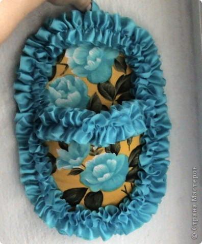 Основа лаптей - картон, обтянутый тканью (фиксируется на клей ПВА). Карман пришивается нитками + клей. Дальше декорирование лаптей цветами из ткани, атласной лентой и др. материалами. фото 6