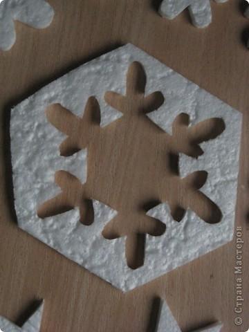 За окошком уже зима, правда, у нас пока бесснежная.., зато дома у нас - снегопад! Эти снежинки сделала моя мама в подарок нам и для украшения класса сыну. фото 3