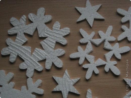 За окошком уже зима, правда, у нас пока бесснежная.., зато дома у нас - снегопад! Эти снежинки сделала моя мама в подарок нам и для украшения класса сыну. фото 4