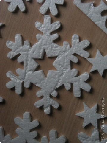 За окошком уже зима, правда, у нас пока бесснежная.., зато дома у нас - снегопад! Эти снежинки сделала моя мама в подарок нам и для украшения класса сыну. фото 5