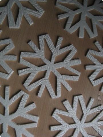 За окошком уже зима, правда, у нас пока бесснежная.., зато дома у нас - снегопад! Эти снежинки сделала моя мама в подарок нам и для украшения класса сыну. фото 7