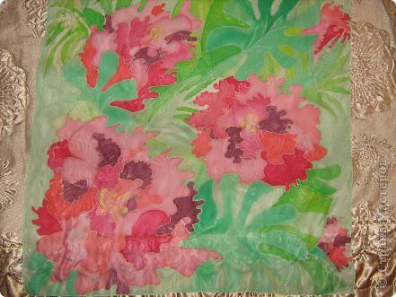 Платок для мамы. Шелк, акриловые краски.